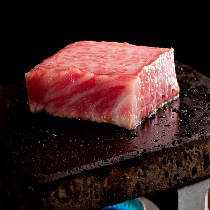 渋谷の焼肉屋で溶岩焼肉!